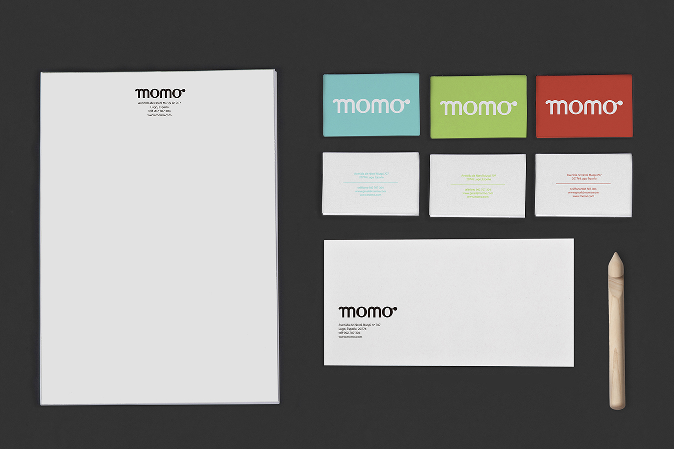 mock up del diseño dla papelería de la marca Momo