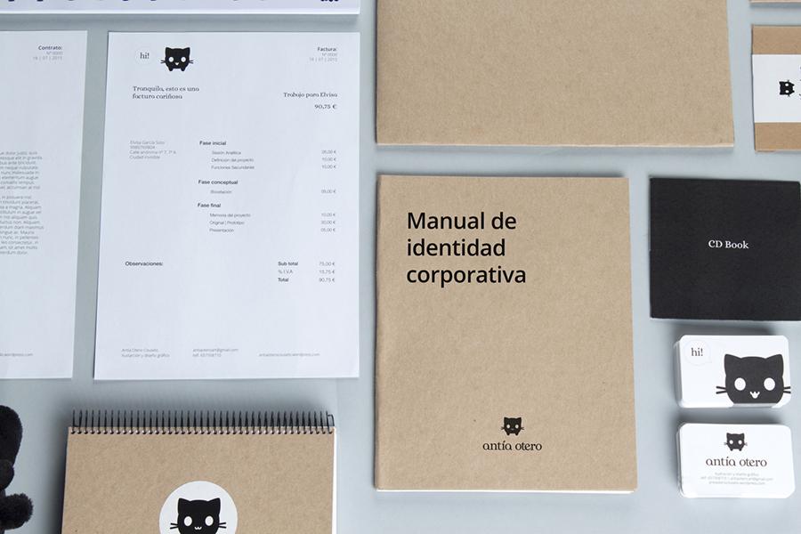Sesión de fotos con todo los elementos del branding de Antía Otero