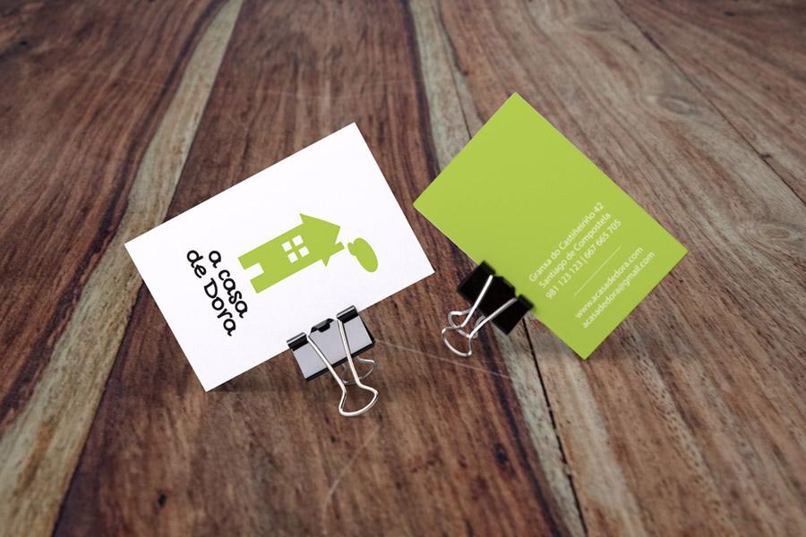 """mock up de tarjetas de visita de la marca """"A casa de Dora"""""""