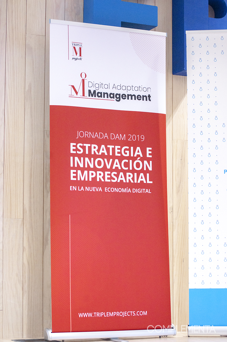 Fotografía del Evento cedida por Complementa Alternativa S.L. Muestra el Roll Up.