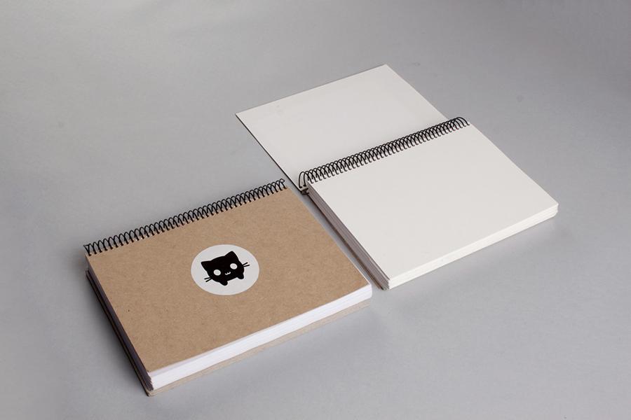 Libretas de anotaciones y bocetos con la mascota Margaret, del branding de Antía Otero